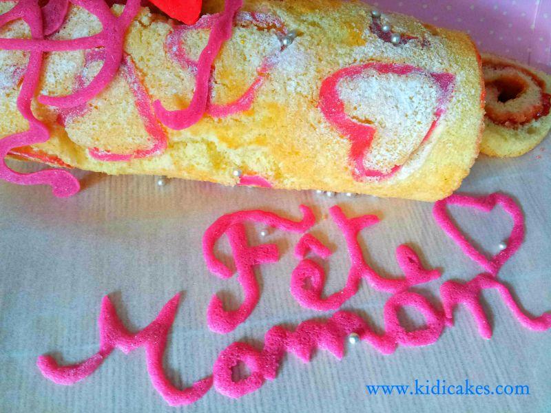 Délicieux biscuit roulé à la confiture de fraise et décoration motif coeur. Biscuit roulé facile à réaliser. Biscuit roulé by Kidicakes