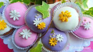 Recette cupcake princesse glaçage royal recette cupcake proposé par Kidicakes, Recette cupcake princesse pâte à sucre et glaçage royal