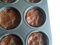 Whoopie pie chocolat framboise, recette de whoopie pie proposé par Kidicakes. Les whoopie pies sont réalisés à partir d'un moule spécial whoopie pie. Les whoopie pies sont au chocolat et framboise.