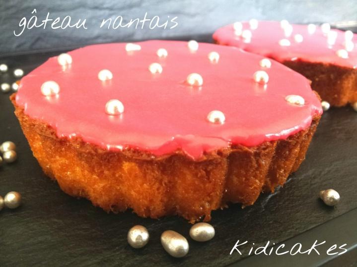 Gâteau nantais rose à la mode Kidicakes une recette inspiré de celle de la fabrique à délices. Revisite de la recette du gâteau nantais proposé par Kidicakes