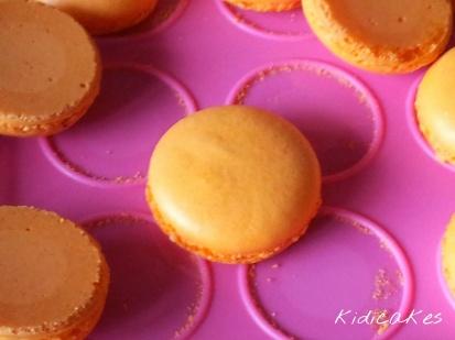Plaque tapis à macaron  Recette de macaron au nutella pour halloween recette simple à réaliser macaron orange avec ganache au nutella