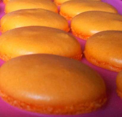 Plaque tapis macaron Recette de macaron au nutella pour halloween acaron orange avec ganache au nutella