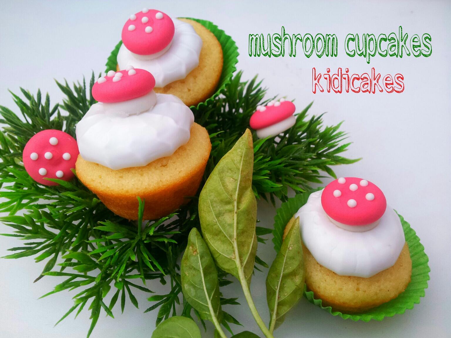 cupcake au citron meringué décor champignon, mushroom cucpakes recette cupcakes par Kidicakes