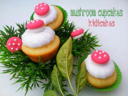 cupcake meringué décor champignon, mushroom cucpakes recette cupcakes par Kidicakes