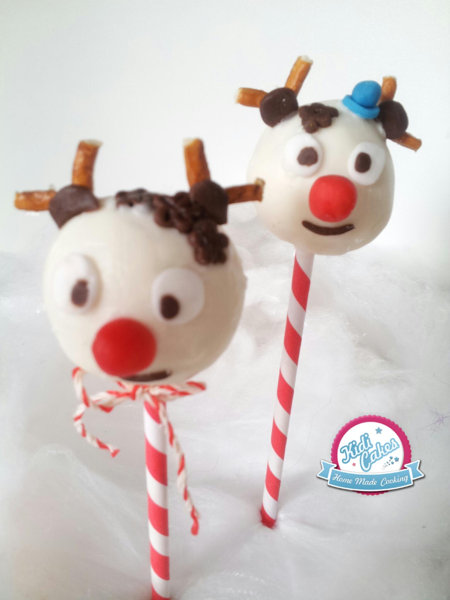Cake pops renne de Noël, idée cake pops renne de Noêl. une idée recette cake pops noel proposé par Kidicakes. Les cake pops renne de noel sont originaux qui épateront les petits et les grands.