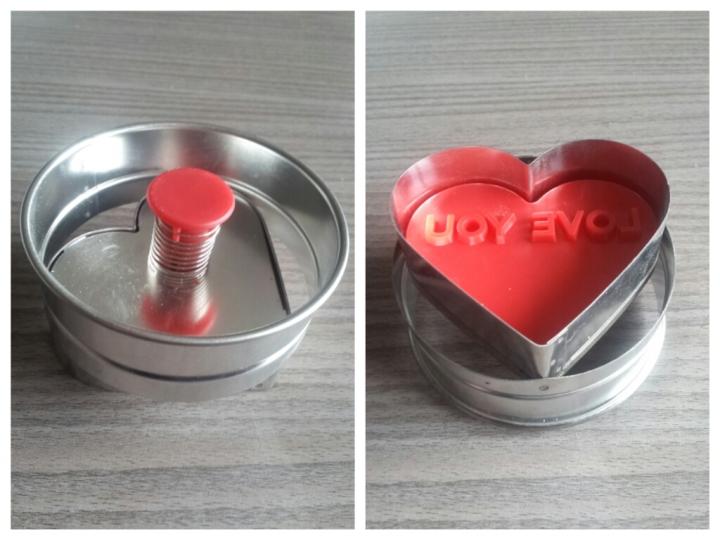 Emporte piece poussoir coeur avec trois messages, emporte piece coeur idéal pour la saint valentin, amriage. Emporte piece