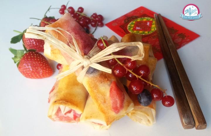 Nems aux fruits rouges marshmallows une recette proposé par Kidicakes à l'occasion du nouvel l'an chinois. mmmh c'est trop bon une recette pour 10 nems aux fruits rouges et aux marsmallows