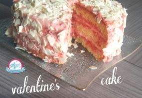 Gâteau Saint Valentin, suprenez votre valentin !!!! Voici une recette de gâteau succulent et idéal pour la Saint Valentin. Notre gâteau de la Saint Valentin est un gâteau haut fourré et recouvert à la crème aux pralines roses/framboises et aux copeaux de chocolat blanc. Découvrez vite notre recette.