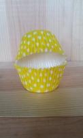 caissette jaune à pois blanc, caisset à pois utilisé pour la recette cupcake au citron. Caissette jaune à pois revêtement renforcé