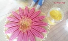 Cristaux de sucre décoration gâteau, cristaux de sucre utilisé pour la recette cupcake au citron. Recette disponible sur le blog de Kidicakes
