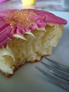 cupcake au citron cupcake abeille idéal pour baby shower abeille. Recette cupcake au citron disponible sur le blog Kidicakes
