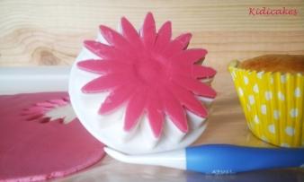 marguerite en pâte à sucre, décoration pâte à sucre pour la recette du cupcake au citron