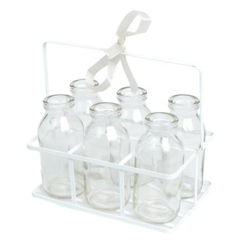 Joli panier avec 6 bouteilles en verre épais d'inspiration vintage. Multifonctionnel, remplissez de bonbons, de milkshakes, de lait ou comme vase de fleurs. Le panier à bouteilles dispose d'une poignée, le tout est en métal blanc