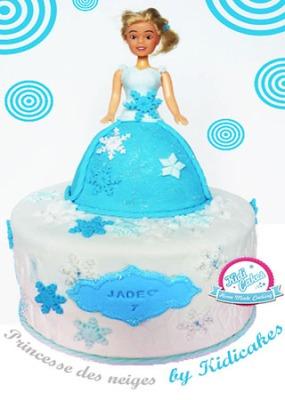 Idée gâteau princesse des neiges, ce gâteau est inspiré puis réalisé por le plus grand d'une petite princesse de 7 ans, une des kidicakes girls. Découvrez le gâteau de princesse sur Kidicakes